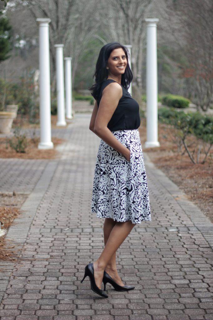 "<img src=""Blackwhite-skirt-with-pockets-1-scaled.jpg"" alt=""Black and white skirt with pockets"">"